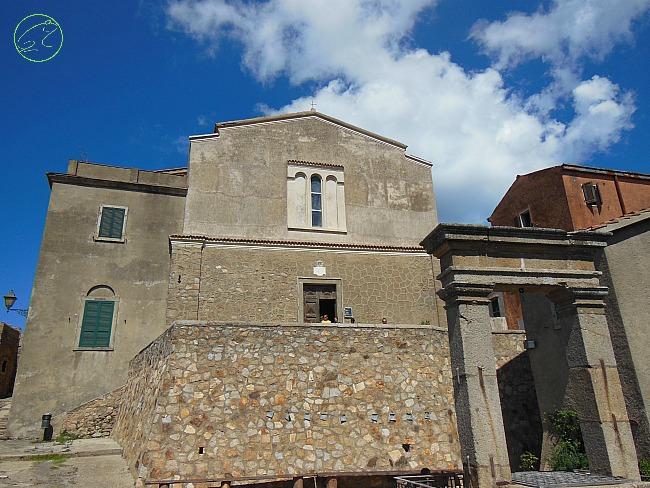 chiesa isola del giglio castello