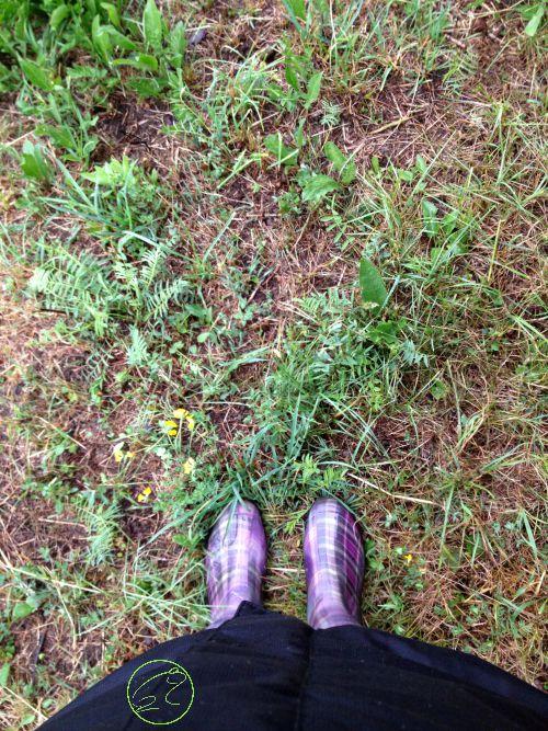 stivali di gomma per giocare in montagna