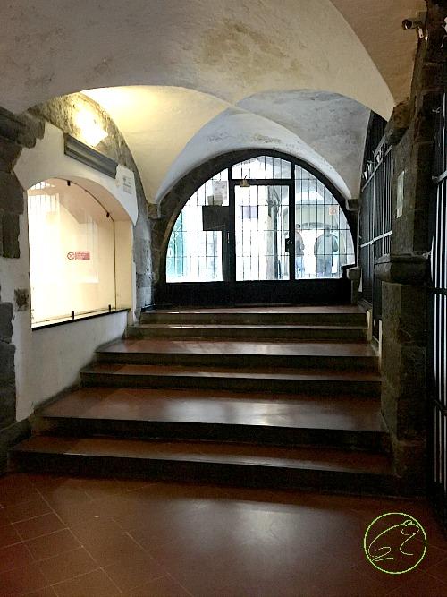 Ilmare arrivava proprio fino a qui, dove oggi si trova il portone d'ingresso del palazzo!