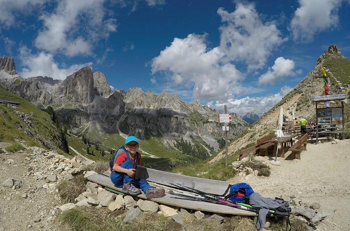 trekking al rifugio Roda di Vael