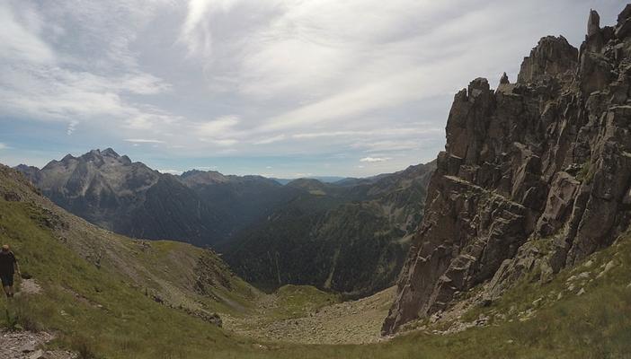 Per salire al Cauriol dalla Via Italiana è necessario girare intorno al Piccolo Cauriol