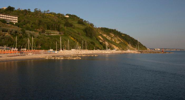 vacanze nelle marche con bambini la costa con le piccole insenature