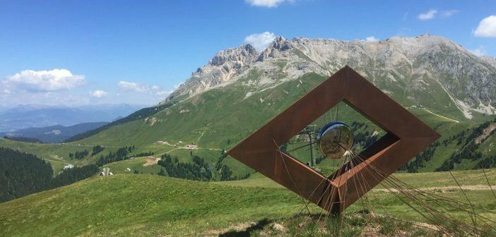 Trekking a Pampeago: tra arte e relax dal Monte Agnello a Baita Caserina
