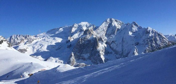 Abbigliamento da sci donna: come stare caldi e comodi tutto il giorno sulla neve