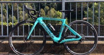 bici da corsa elettrica bianchi aria e-road